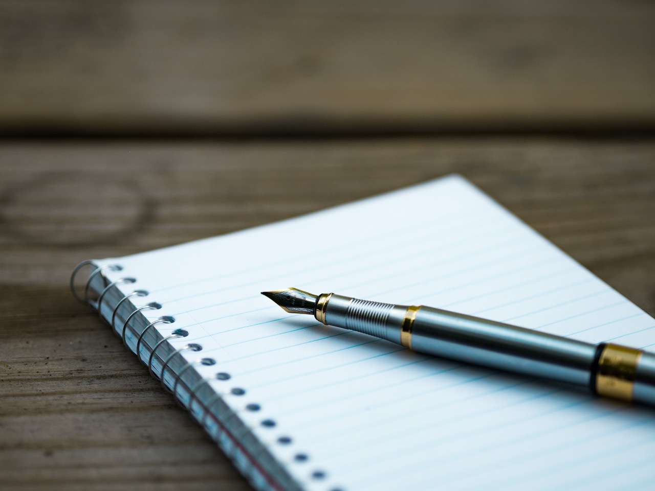 scrittura penna foglio